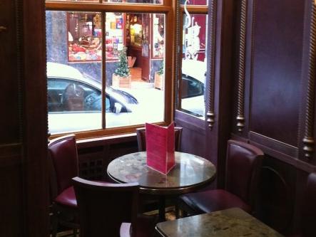 パリでアイスクリーム ベルティヨン