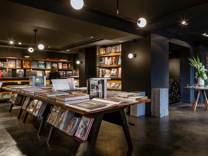 パリの本屋 ラ・ユンヌ