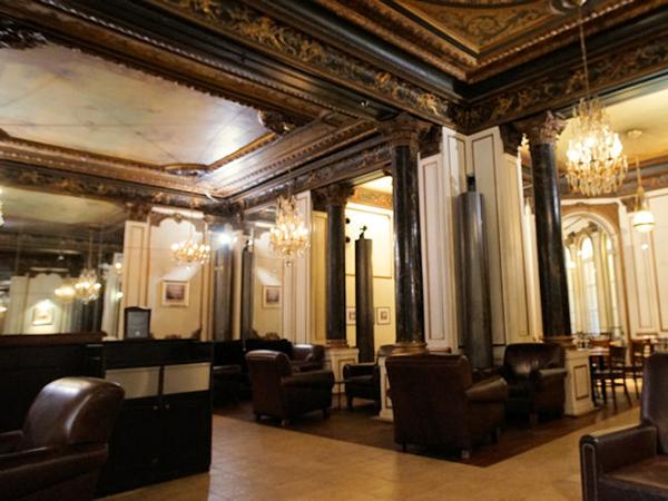 パリ・オペラのスターバックス